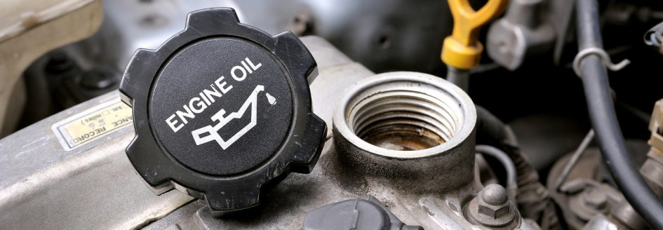 engine oil reservoir with cap unscrewed